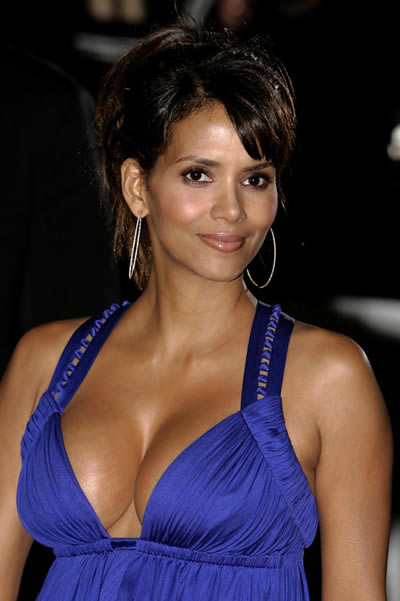 halle_berry_escote